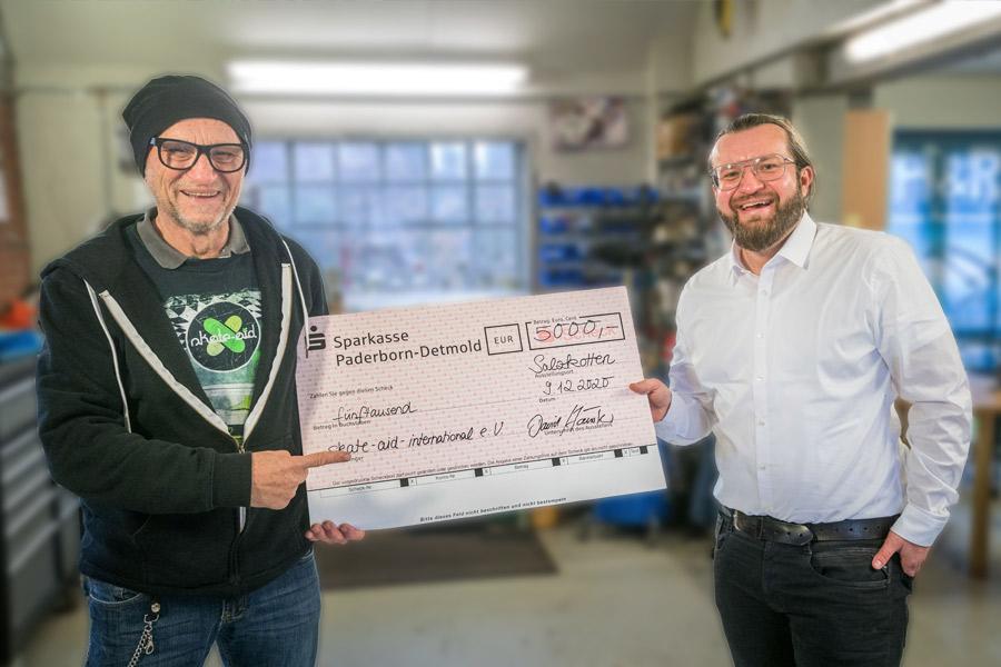 Spendenübergabe an skate-aid